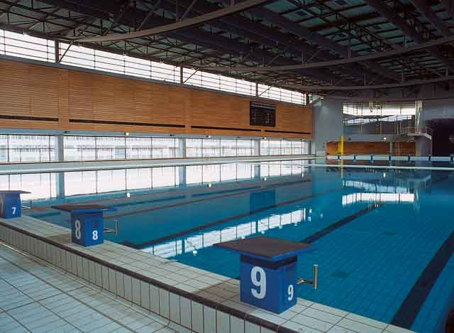 Piscine senningerberg table basse relevable for Piscine niederanven